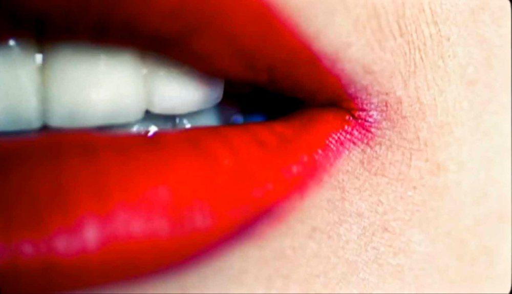 Lady-Gaga-Red-Lipstick
